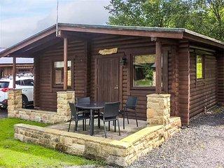 HARBOTTLE LODGE, wooden chalet, decked veranda, footpaths and cycle paths from the door, Longframlington, Ref 938817 - Longframlington vacation rentals
