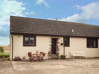 COURTYARD COTTAGE homely bungalow, open fire, games room, Duns, Ref 941046 - Duns vacation rentals