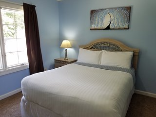 Bedroom with Queen Bed, Pool Access, Shared Bath - Elizabethtown vacation rentals