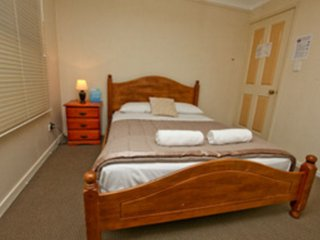 Bowen Terrace Accommodation - Double Room - Brisbane vacation rentals