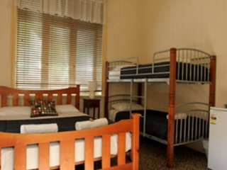 Bowen Terrace Accommodation - Family Ensuite - Brisbane vacation rentals