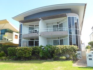 Perfect Apartment with Balcony and DVD Player - Yamba vacation rentals