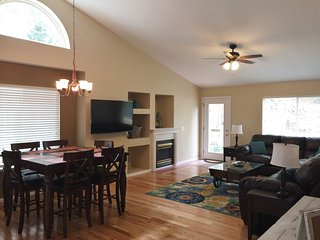 Spacious 5 Bdr Family Home, near Park & Rec Centr, Lower rates for Spring! - Colorado Springs vacation rentals