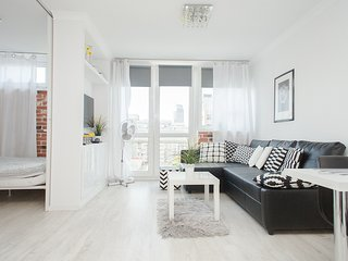 Bright apartment for 4 by Rondo ONZ - Warsaw vacation rentals