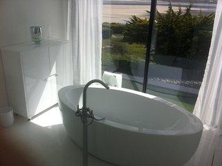 Bright 4 bedroom House in Plouneour-Trez with Internet Access - Plouneour-Trez vacation rentals