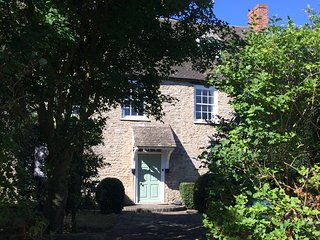Charming House with Television and Water Views - Kidlington vacation rentals