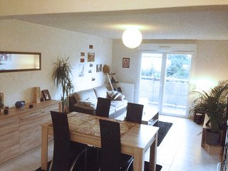 Grand appartement tout équipé + parking - Begles vacation rentals