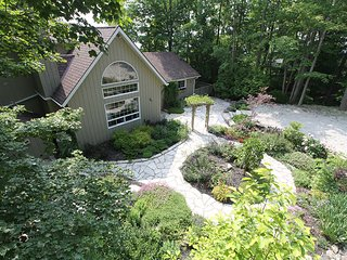 Cozy Cottage with Deck and Internet Access - Dyers Bay vacation rentals