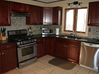 Spacious Lake Harmony Rental-Hottub,pool table,etc - Lake Harmony vacation rentals