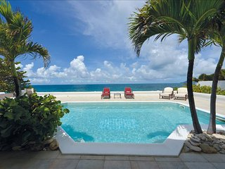 Luxurious beachfront 1-bedroom villa with pool & jacuzzi at Baie Rouge - Baie Rouge vacation rentals