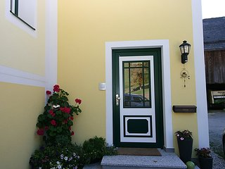 Bright 2 bedroom House in Aich - Aich vacation rentals