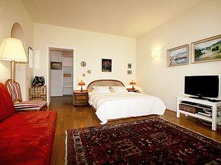 Romantic 1 bedroom House in Neubau - Neubau vacation rentals