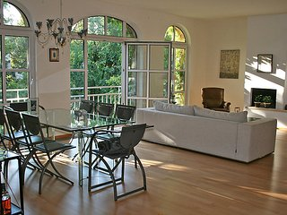 Bright 2 bedroom House in Hietzing - Hietzing vacation rentals