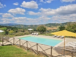 Adorable Villa in Amandola with Television, sleeps 18 - Amandola vacation rentals