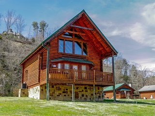 RIVER CABIN - Pigeon Forge vacation rentals