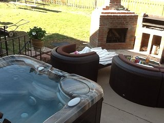 Perfect Annapolis with Lots of Parking & Hot Tub - Annapolis vacation rentals