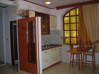 B. ZLATA(1106-2542) - Palit vacation rentals