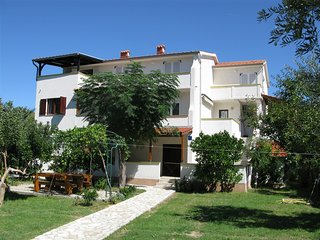 Bright 4 bedroom House in Banjol - Banjol vacation rentals