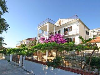 Nice 3 bedroom House in Rogoznica - Rogoznica vacation rentals