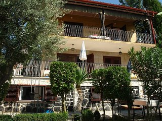 Bright 1 bedroom House in Selce - Selce vacation rentals