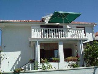Bright 2 bedroom House in Nin - Nin vacation rentals