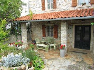 GIURINI(972-2143) - Liznjan vacation rentals