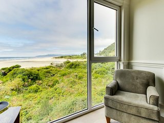 Elegant, oceanfront condo with extraordinary views - dogs welcome! - Rockaway Beach vacation rentals