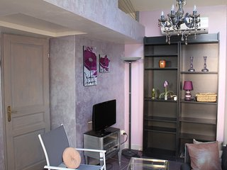 Romantic Apartment with Microwave and Washing Machine - Cassis vacation rentals