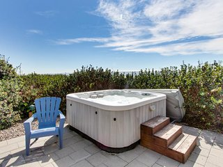Spacious oceanfront, single-level home with private hot tub. Dogs okay! - South Beach vacation rentals