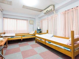#119 max8!group travel/easy access/Nanba Osaka - Daito vacation rentals