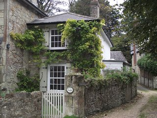 Charming 2 bedroom Bonchurch Cottage with Internet Access - Bonchurch vacation rentals