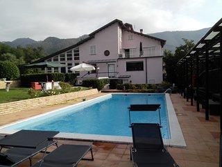 Villa REA con piscina, soccer field, tennis court - Beverino vacation rentals