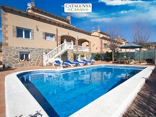 Elegant modern villa for 10 guests in Roda de Berà, just 4 km from the beach! - Roda de Bara vacation rentals
