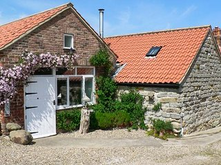 HOME FARM COTTAGE, all ground floor studio, woodburner, pet-friendly, near Filey, Ref 27322 - Filey vacation rentals