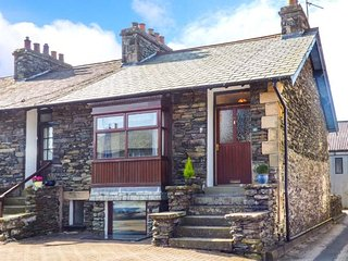 MILL BECK COTTAGE, end-terrace, woodburner, off road parking, enclosed patio, in Windermere, Ref 905580 - Windermere vacation rentals