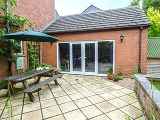LANSDOWNE LODGE, open plan, woodburner, hot tub, pet-friendly, WiFi, Market Rasen, Ref 914607 - Market Rasen vacation rentals