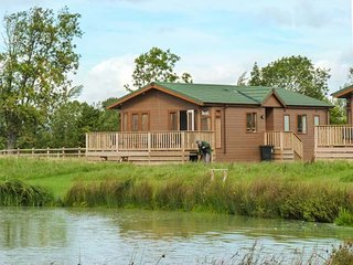 BRAMLEY LODGE, luxury chalet, open plan, fishing lake on-site, near Weston - Yatton vacation rentals