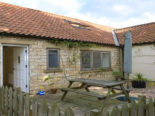THE SPINNEY, good touring base, pet-friendly cottage near Weburn, Ref. 915675 - Welburn vacation rentals