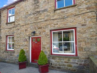 MARY'S COTTAGE, mid-terrace, woodburner, WiFi, pet-friendly, cottage garden, in - Hawes vacation rentals