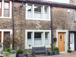 BAY COTTAGE, romantic pet-friendly character cottage, woodburners, WiFi, heart of Haworth Ref 919678 - Haworth vacation rentals