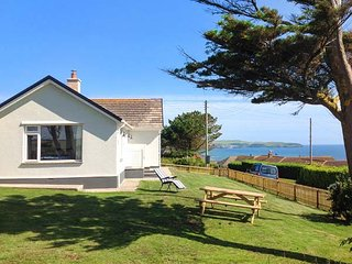 QUARTERDECK, single-storey, multi-fuel stove, WiFi, off road parking, garden, in Bigbury-on-Sea, Ref 920108 - Modbury vacation rentals