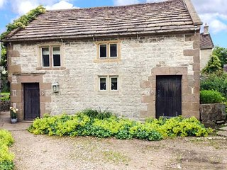 THE STUDIO, fabulous stone-built cottage, woodburner, near Carsington Water, in Parwich, Ref 920314 - Parwich vacation rentals
