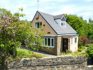 CHERRY TREE COTTAGE, detached, open fire, WiFi, garden, in Oxenhope, Ref 919879 - Oxenhope vacation rentals