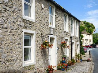 ANGLERS COTTAGE, woodburner, WiFi, pets welcome, wonderful walks, in Kilnsey, Ref. 921539 - Kilnsey vacation rentals