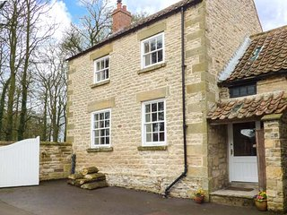 HEADON YARD COTTAGE, stone-built, woodburner, pet-friendly, parking, near Brompton, Ref 921837 - Sawdon vacation rentals