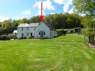 FIR COTTAGE, single-storey wing to owners' home, woodburner, extensive gardens, near Chepstow, Ref 922329 - Tidenham vacation rentals