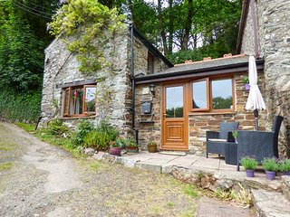 WISTERIA COTTAGE, character cottage near beach, ideal for touring, near St Agnes, Ref 922586 - Mingoose vacation rentals