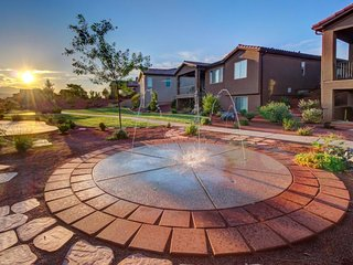 Modern home w/ private splash pad! Shared hot tub & pools! - Santa Clara vacation rentals