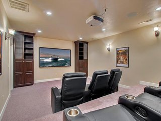 Shared pool/ hot tub, in-home theater, 42 miles from Zion National Park - Santa Clara vacation rentals