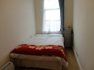 Room in a Shared flat, Convenient location( Zone3) - Woodgreen vacation rentals